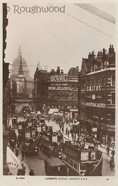 London - Ludgate Circus (St Paul's Cathedral)