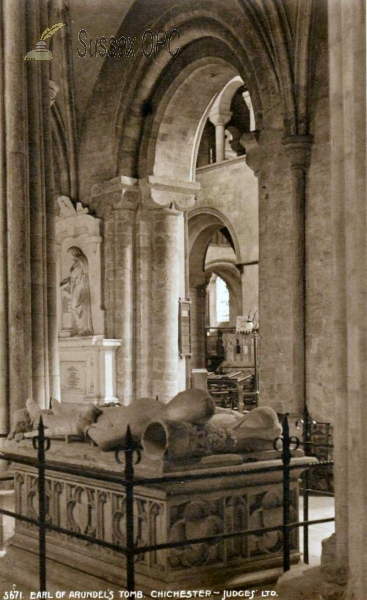 Chichester - Cathedral (Earl of Arundel's tomb)